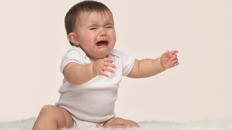 """Tập cho bé thói quen gọi người thân khi """"buồn"""""""