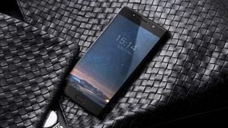 Smartphone đầu tiên trên thế giới có 3 camera 13 MP, pin 7.060 mAh trình làng