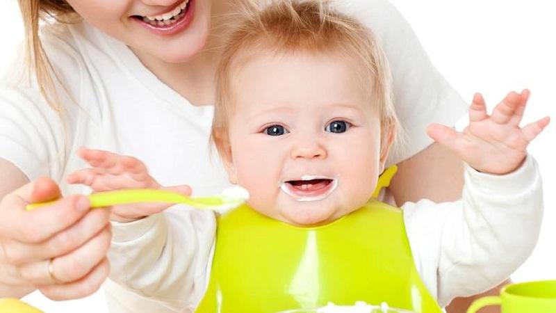 Những lí do cần bổ sung sữa chua vào thực đơn ăn dặm của bé