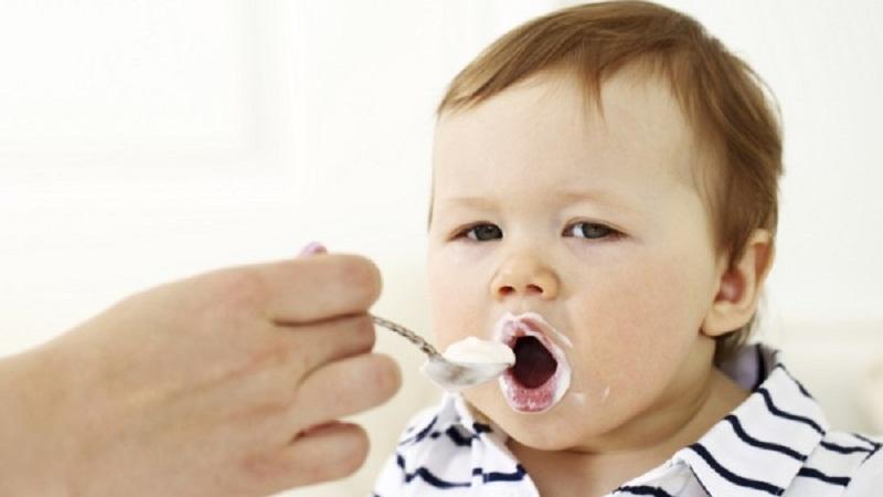 Cách cho bé dùng sữa chua ăn đúng cách