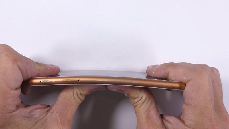 Thử độ bền của Nokia 3: Không hổ danh thương hiệu điện thoại bền vô đối