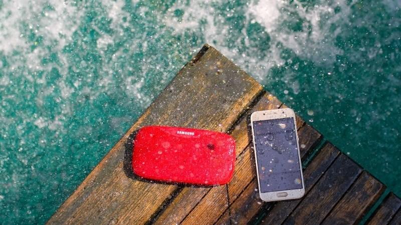 Galaxy A3 (2017) thiết kế nhôm kính, màn hình đẹp, chống nước, đã rẻ nay còn rẻ hơn!