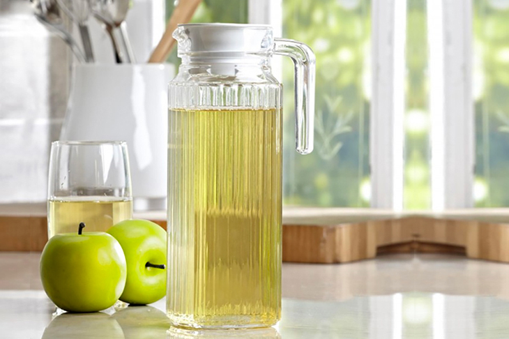 Các loại bình nước, ly nước.. thường được làm bằng thuỷ tinh thông thường