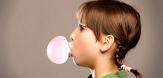Vì sao không nên nhai kẹo cao su quá lâu?