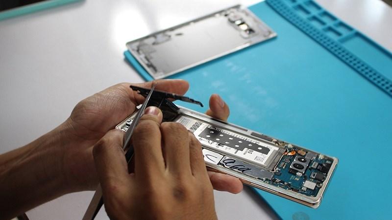 Mổ bụng Galaxy Note 8 đầu tiên tại Việt Nam: Cấu trúc linh kiện dạng module...