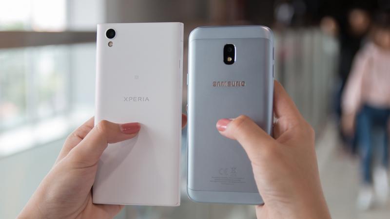 Xperia L1 vs Galaxy J3 Pro