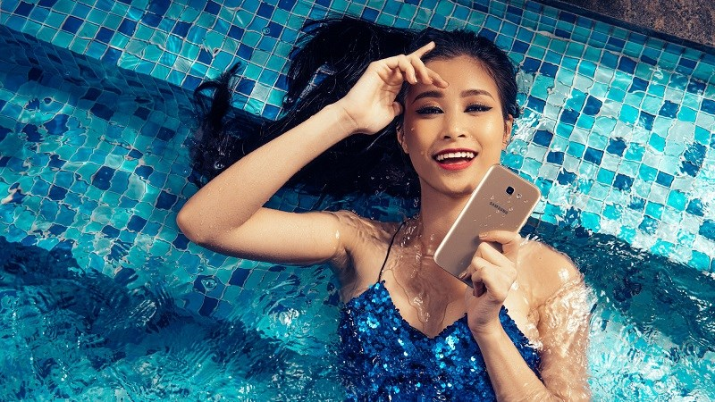 Galaxy A7 2017 thiết kế đẹp như S7, chống nước, RAM 3GB, giảm giá tốt