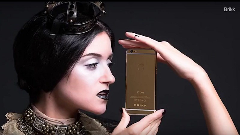 Cận cảnh iPhone X phiên bản đặc biệt cho giới siêu giàu, giá hơn 1,5 tỷ đồng - ảnh 1