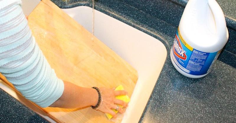 Những cách làm sạch thớt hiệu quả