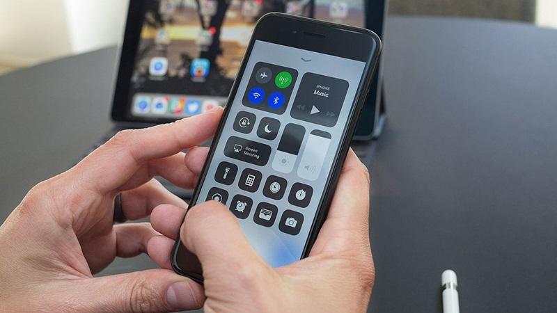 Mẹo tắt hẳn Wifi Bluetooth trên iOS 11 không cần vào Cài đặt