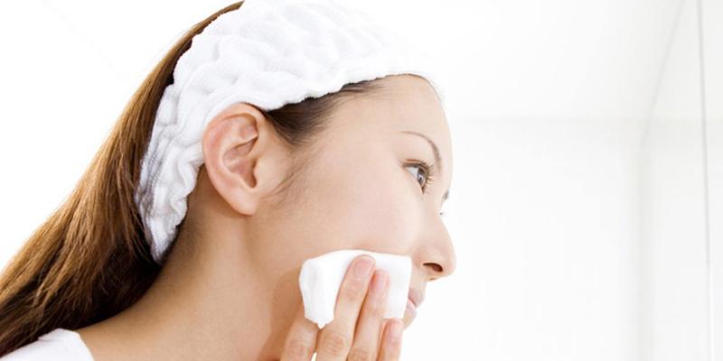 Việc sử dụng nước hoa hồng sẽ giúp da bạn hấp thu tối đa tác dụng từ kem dưỡng