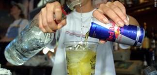 Hiểm họa khi pha rượu với nước tăng lực, bạn đã biết ?