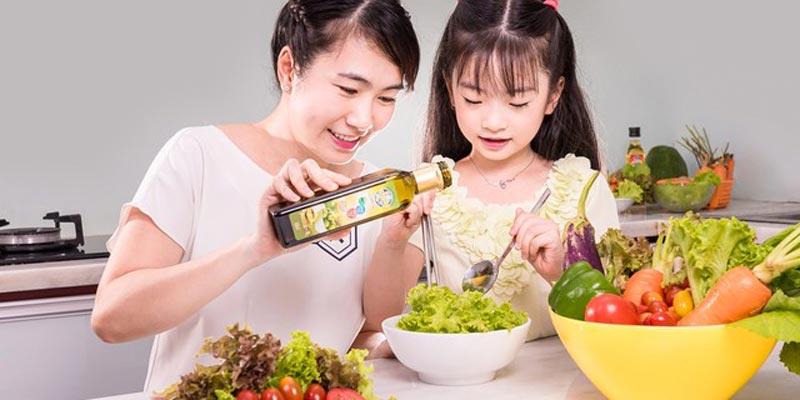 Chất béo còn giúp cho sự phát triển sớm về trí tuệ và thể lực của trẻ vì có giữ vai trò quan trọng đối với hệ thần kinh trung ương của trẻ.