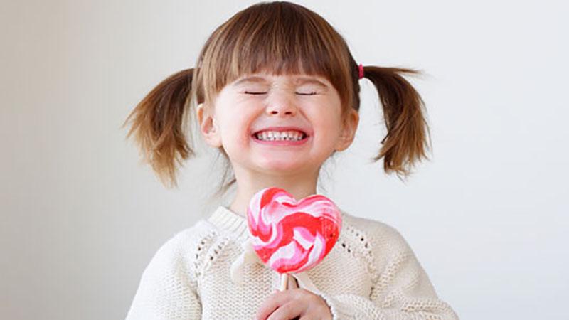 Cho trẻ ăn kẹo thế nào để không gây hại?
