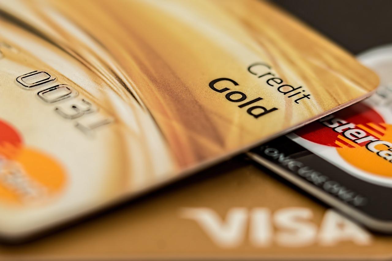 Mua hàng trả góp qua thẻ tín dụng là gì?