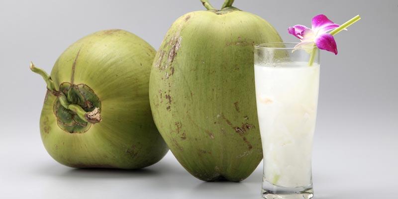 Không nên mua ở những nơi nhỏ lẻ hoặc ngoài đường vì rất có thể nguồn dừa đó đã bị ngâm hóa chất hoặc tiêm đường hóa học.