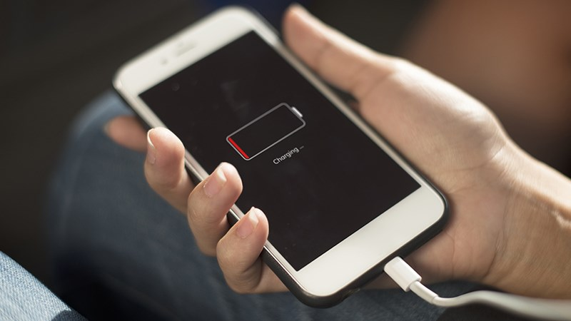 Dung lượng pin smartphone tăng mạnh nhưng sao thời lượng sử dụng không khá hơn? - ảnh 1