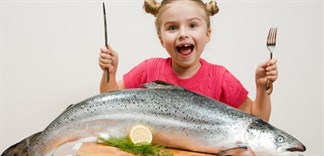 Những loại cá nào mẹ nên hạn chế cho con ăn?