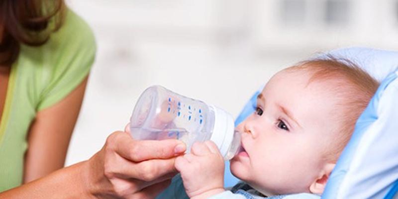 Lượng nước cho bé dưới 6 tháng tuổi
