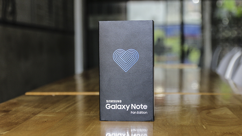 Mở hộp Galaxy Note FE