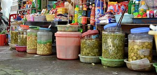 Có nên muối dưa cải trong hũ nhựa?
