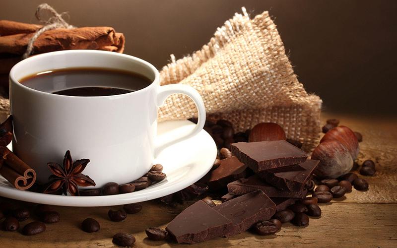 Nên uống cà phê trước hay sau khi ăn sáng?
