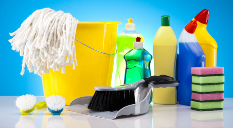 Có nên dùng dung dịch tẩy rửa đã hết hạn sử dụng?