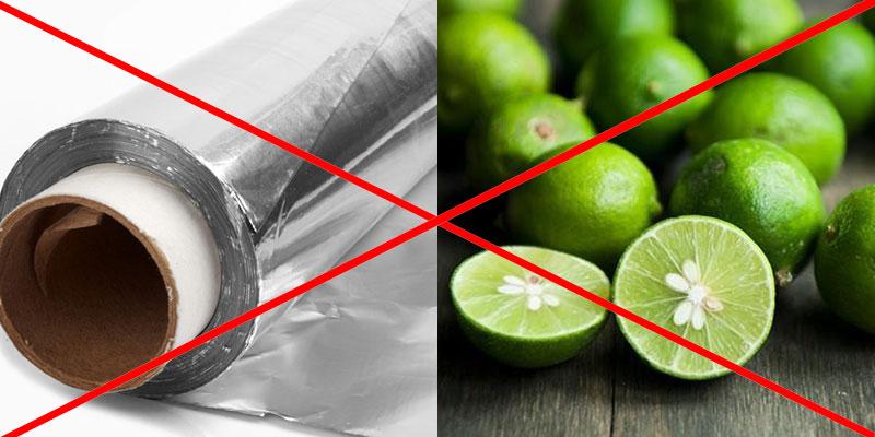 Không dùng giấy bạc để bọc thực phẩm giàu axit