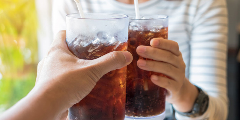 Có nên dùng đồ uống lạnh trong bữa ăn?