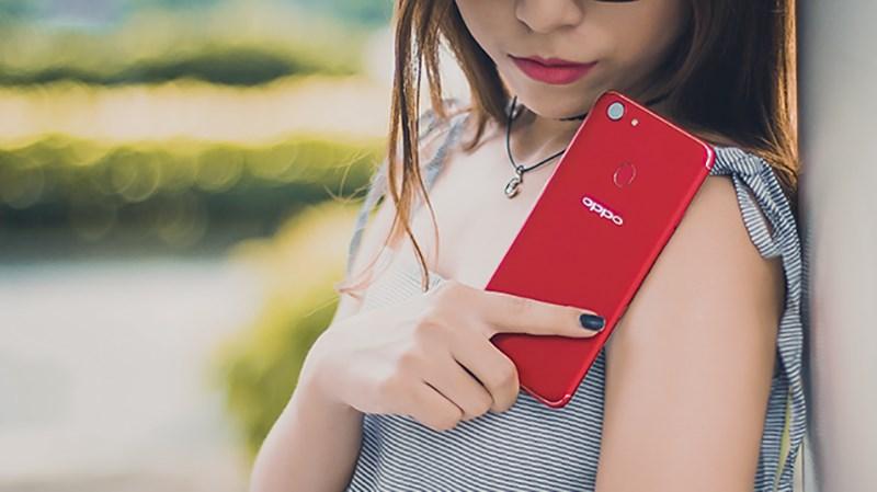 Sửa ấm mùa giáng sinh bằng các smartphone mang màu đỏ ấm áp
