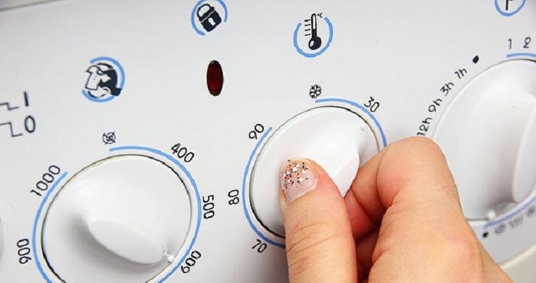 Sử dụng chế độ nước lạnh để giặt