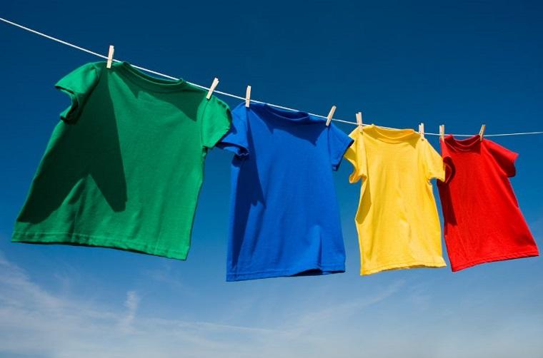 Tránh phơi quần áo trực tiếp dưới ánh nắng mặt trời