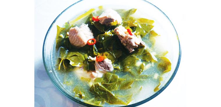Cách nấu canh gà lá giang ngon nhất, vị chua dịu, thịt gà dai thơm đậm đà