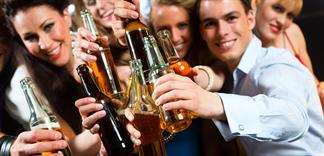 Uống bia rượu ban đêm nhanh say hơn ban ngày, bạn có biết?