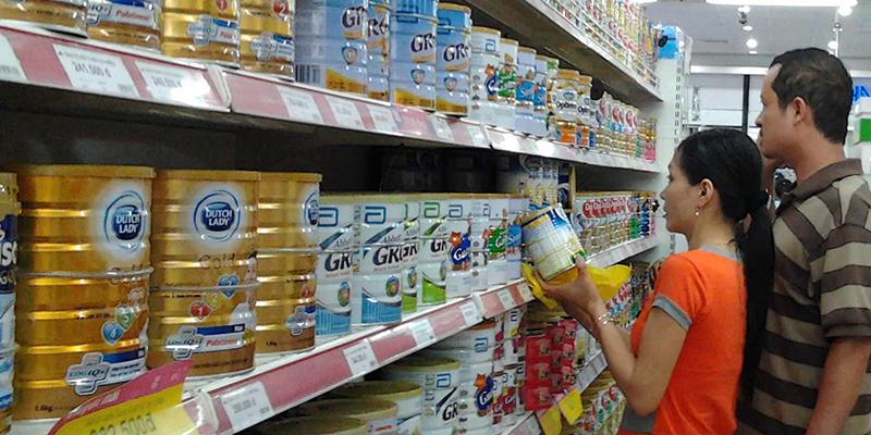 Mách mẹ cách chọn sữa bột cho bé