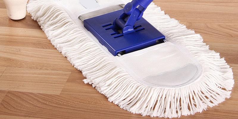 Nước lau nhà là sản phẩm tẩy rửa hiệu quả với mọi loại sàn.