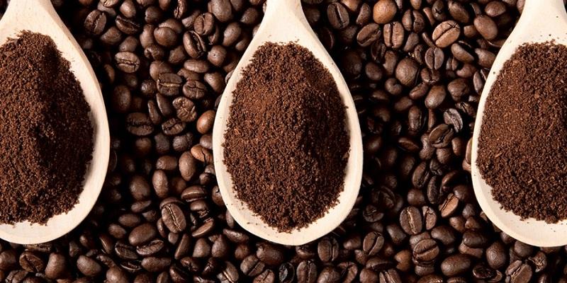 Bột cà phê nguyên chất nhẹ, tơi xốp, mịn đều, không vón cục.