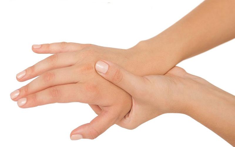 Đau và tê bàn tay
