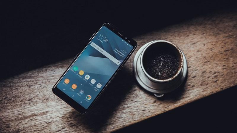Trên tay Galaxy A8 2018