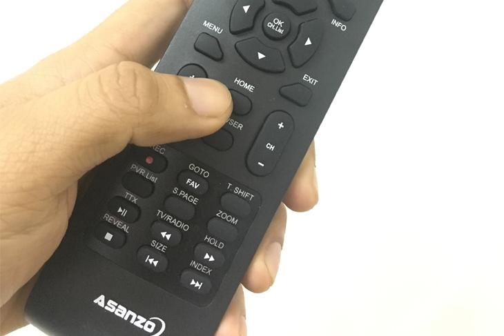 Nhấn nút Home trên remote để vào giao diện ứng dụng trên tivi