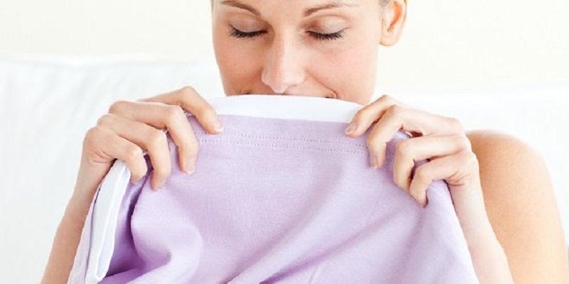 Công thức thơm của nước xả vải gồm có các hợp chất có mùi thơm và các hợp chất hòa tan.