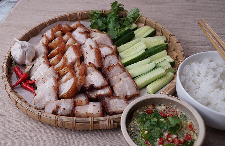 Cách làm thịt ba rọi chiên giòn kiểu Thái ngon tê tái