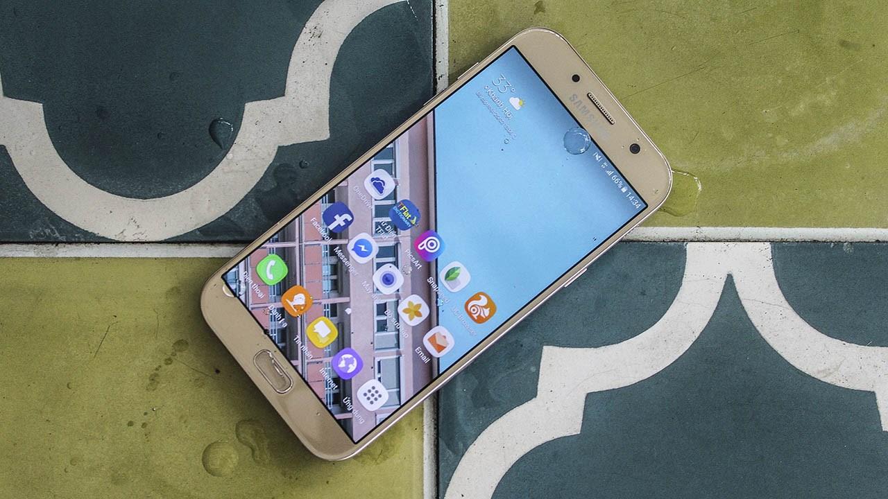 So sánh Galaxy A8 2018 và Galaxy A7 2017