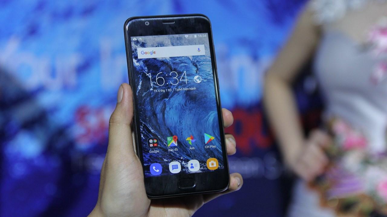 Trên tay nhanh Sharp Pi & Sharp R1: Smartphone Sharp tấn công trở lại thị trường