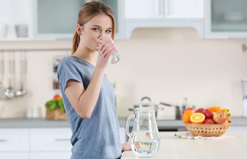 Cơ thể bạn sẽ như thế nào khi uống một cốc nước vào buổi sáng?