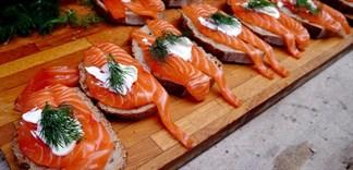 Nguy hại vì ăn cá hồi sai cách