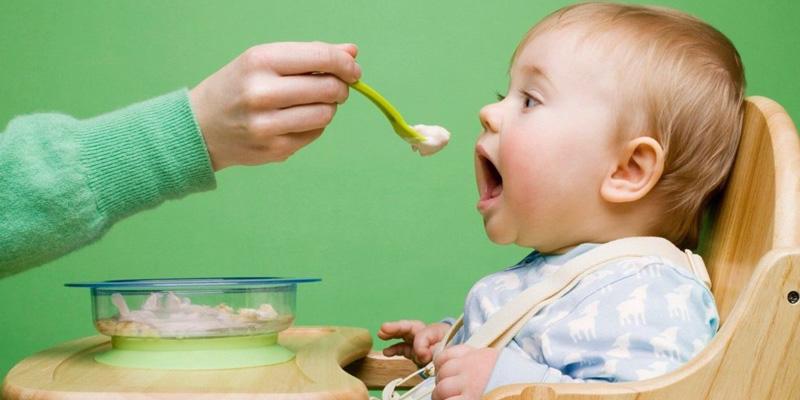Đối với các bé có độ tuổi từ 6 – 12 tháng cần khoảng 115 – 125g thịt, còn bé từ 1 – 2 tuổi phần cần tới 140 – 150 g thịt.