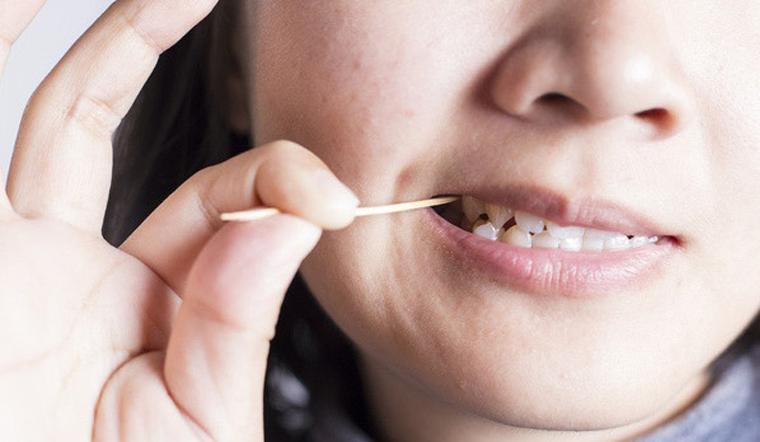 Thói quen xỉa răng bằng tăm ảnh hưởng đến răng của bạn thế nào?