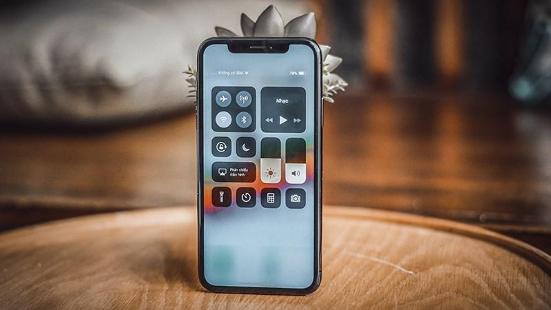 Sharp & Japan Display cạnh tranh sản xuất màn hình OLED cho iPhone 2018 - ảnh 1