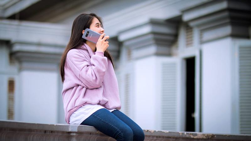 Galaxy Note 8 tím khói Orchid Gray và hot girl 13